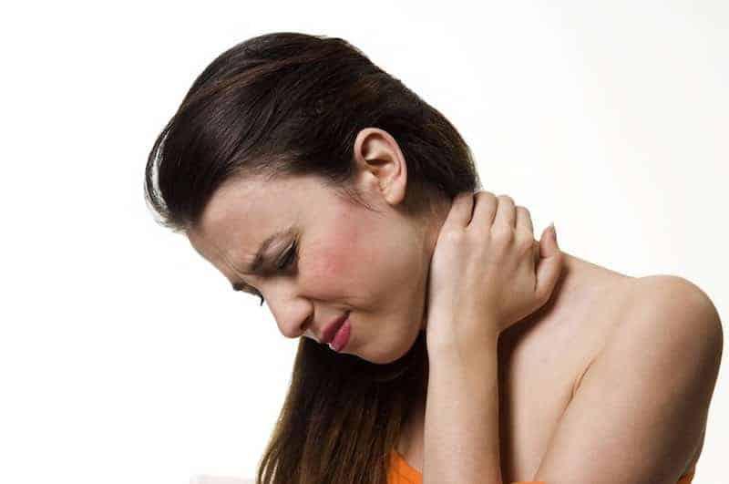 dor no pescoco sintomas e tratamento