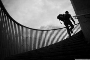Subir escadas pode aumentar expectativa de vida, diz estudo