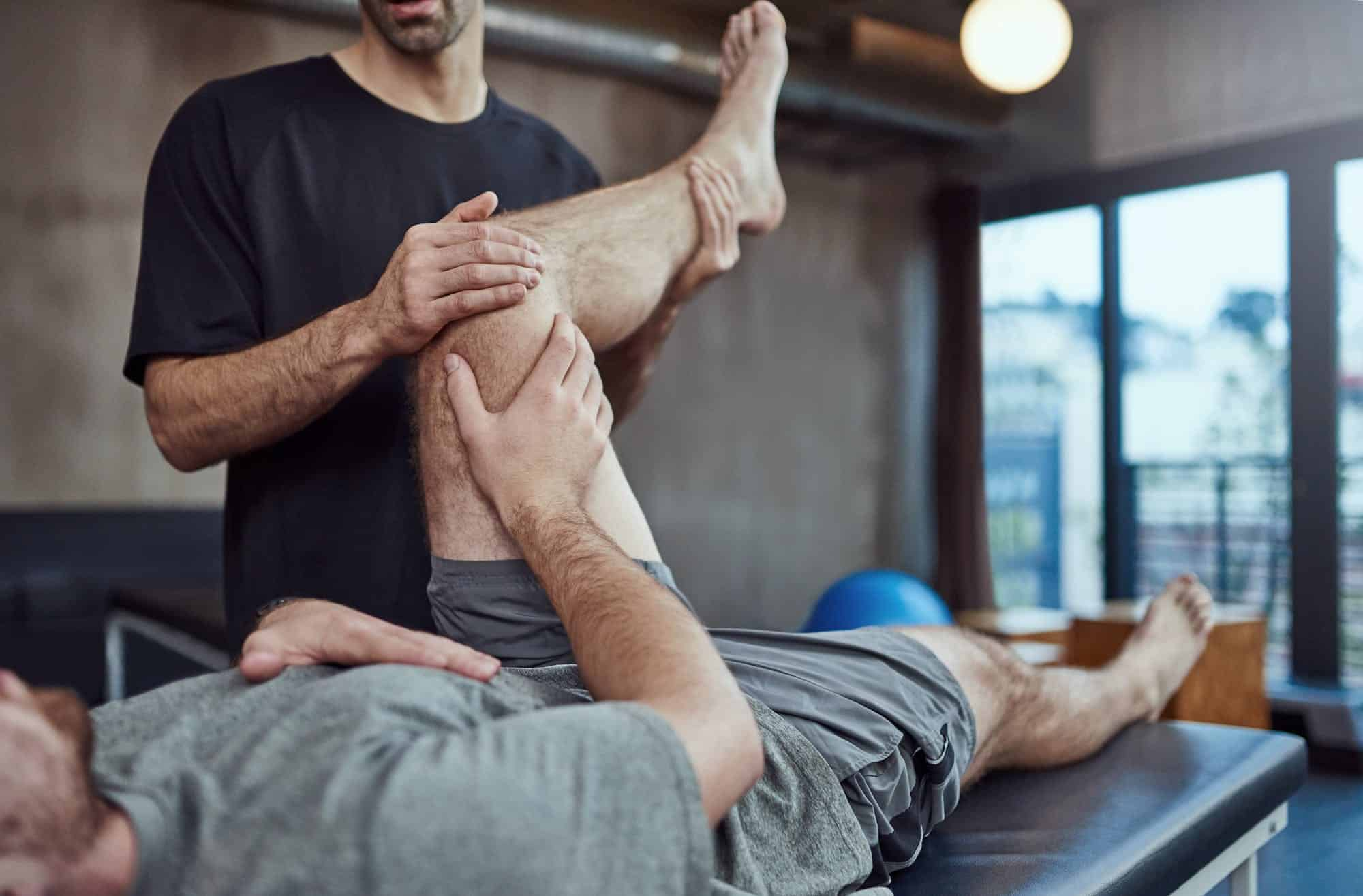 A Fisioterapia ortopédica visa tratar disfunções osteomioarticulares e tendíneas resultantes de traumas e suas conseqüências imediatas